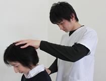 阿南坂口鍼灸整骨院・整体院の頭痛背施術