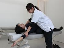 猫背矯正は早めの対処が必要です。阿南・小松島坂口鍼灸整骨院・整体院にご相談下さい。
